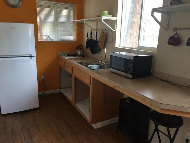 (S18.5) gorgeous studio in downtown Vacaville