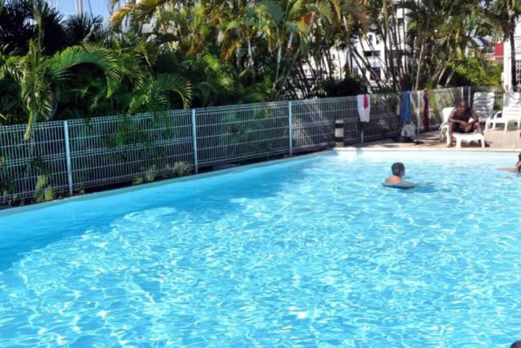 Grande piscine commune aux co-propriétaire