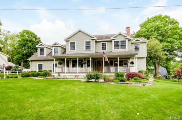 Beautiful 4 Bedroom Home in Newtown, CT