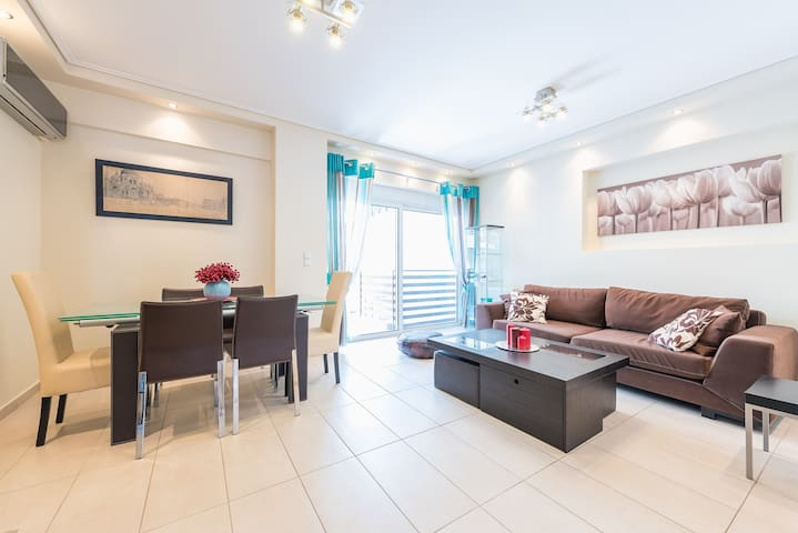 Comfortable, sunny apartment in Athens Center