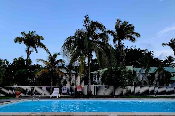 Petit Bourg : Résidence moderne avec piscine