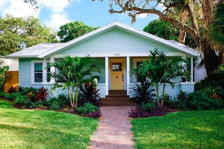 Charming tropical bungalow close to beaches & IMG