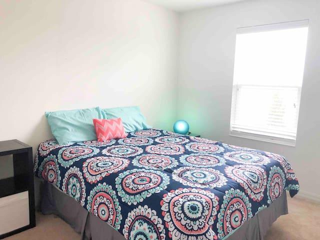 Sweet bedroom close to Disney