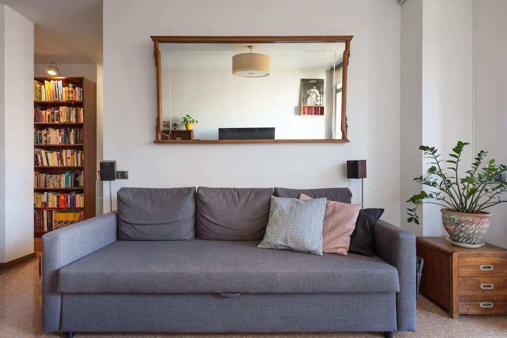 Nuestro sofá es perfecto para ver la TV, leer, charlar o echarse una siestecita.