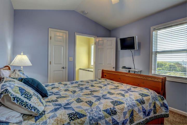 Bedroom 1 with QB (top floor)