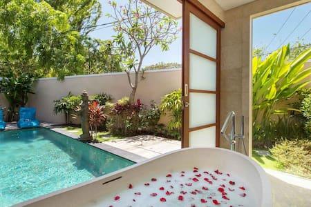 Dreamy Romantic 1BR Villa / Legian - Семиньяк