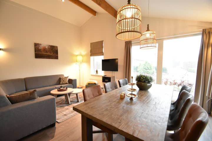 Beautifully furnished holiday home with hot tub and large garden on the Veluwe