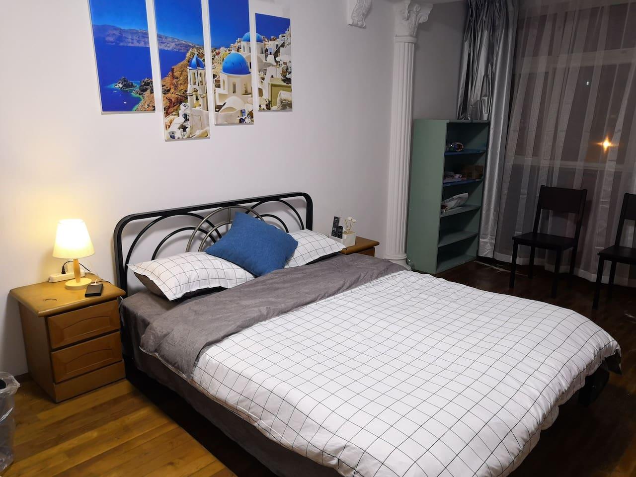 卧室双人床