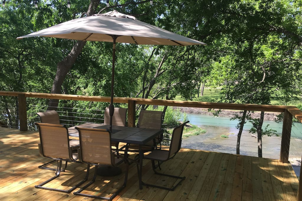 Gorgeous views and easy access into the San Marcos River!