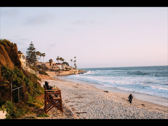 Adorable cottage steps to the beach in La Jolla!!!