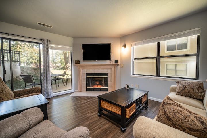 2 Bed, 2 Bath Walk-in Condo *Jetted Tub*Covered Patio*