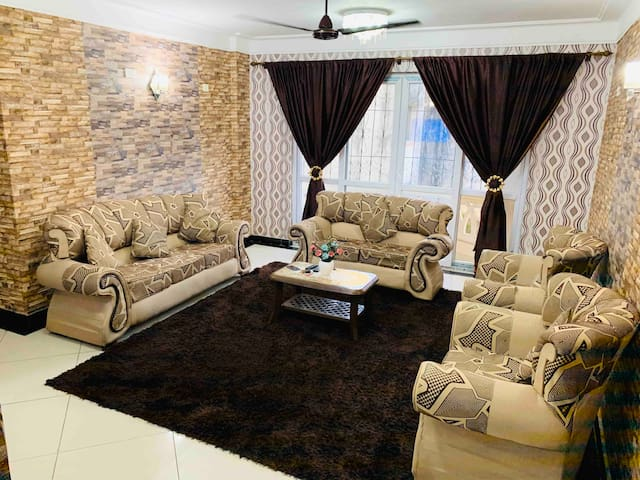 EXECUTIVE THREE BEDROOM FULL FURNISHED APARTMENT