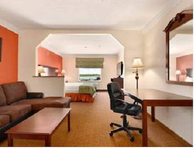 Robinson Inn and Suites - Jr. Suite in Waco