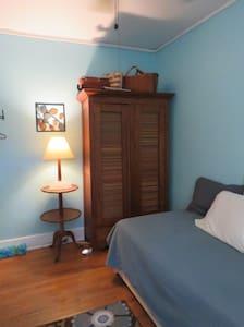 Terneys' Bunk Room - Private Room & Bath
