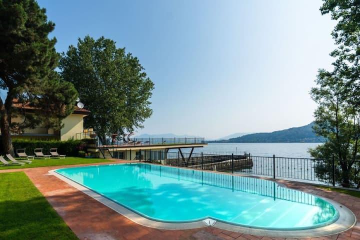 Paradisiacal Holiday Home in Miena with Balcony
