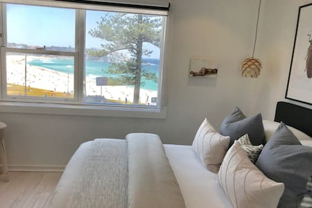 D'Luxe Designer Den Bondi- Ocean view apartment