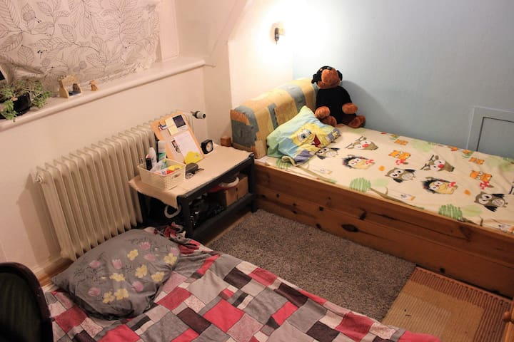 FOR LADIES!! Cozy, Clean, & Homey Room in Hamburg - Hamburg