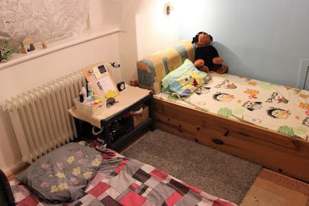 FOR LADIES!! Cozy, Clean, & Homey Room in Hamburg - Hampuri - Huoneisto
