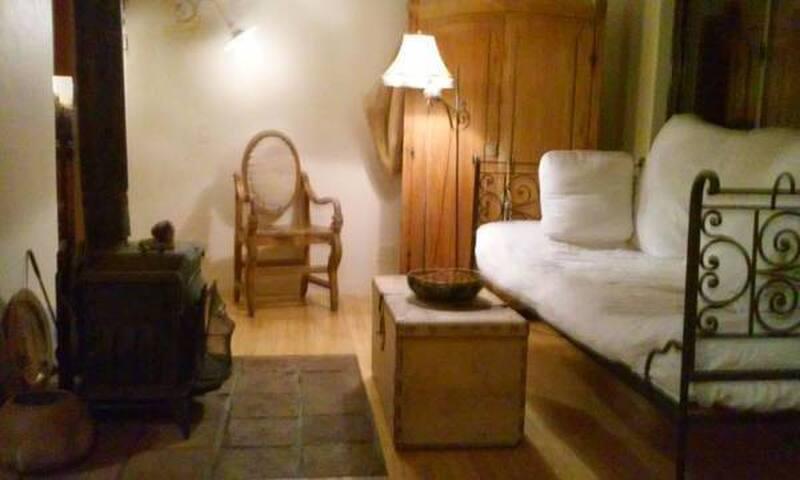 small bedroom 5 blocks from UCB