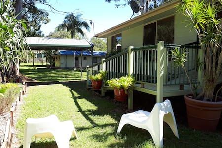 Coochie Beach House & Perulpa Play Paddock