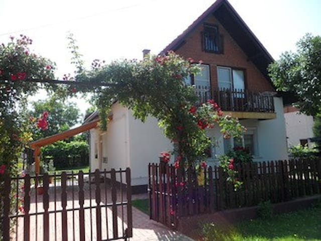 Rózsalugas ház - Szántód - House