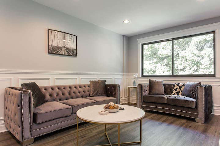 Amazing Modern Condo, *3 BED & *2BATH in CHICAGO!!