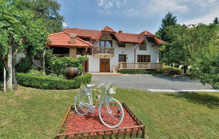 Villa Barbara / Holiday homes with a story