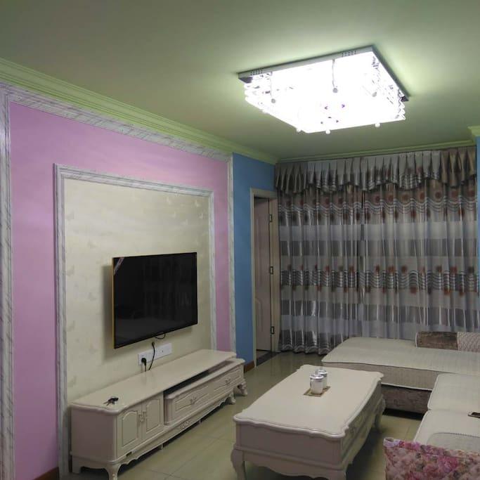 米黄墙布配粉红色电视墙