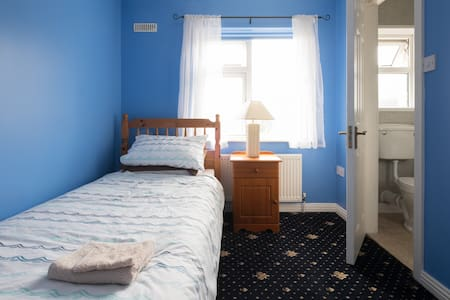 Eugene's Place, en-suite single bedroom - Loughrea - Casa