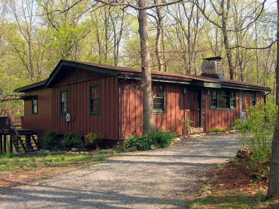 Beautiful mountain whisper cabin cabins for rent in for Cabin rentals near luray va