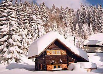 Bambi: Petit Chalet typique en bois - Notre-Dame-de-Bellecombe - Alpstuga