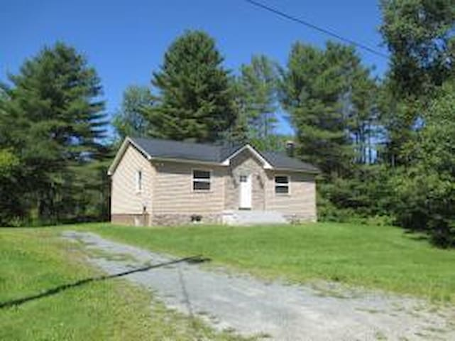 Cozy two bedroom in the White Mountains - Whitefield - Ev