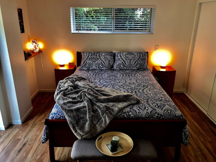 Private and secluded room with queen bed