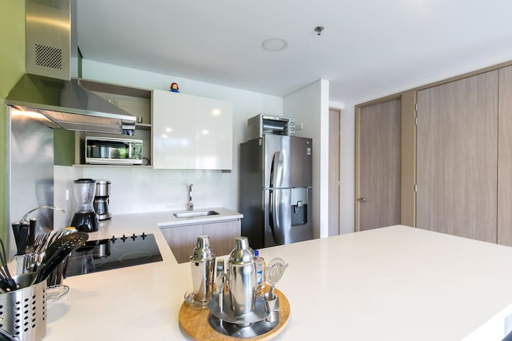 Fully equipped kitchen, perfect for monthly rents.