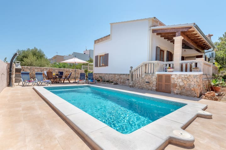 Air-Conditioned Holiday Home with Pool, Garden, Terrace & Wi-Fi