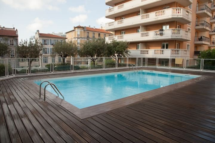 Studio with Swimming Pool (100m from beach!)