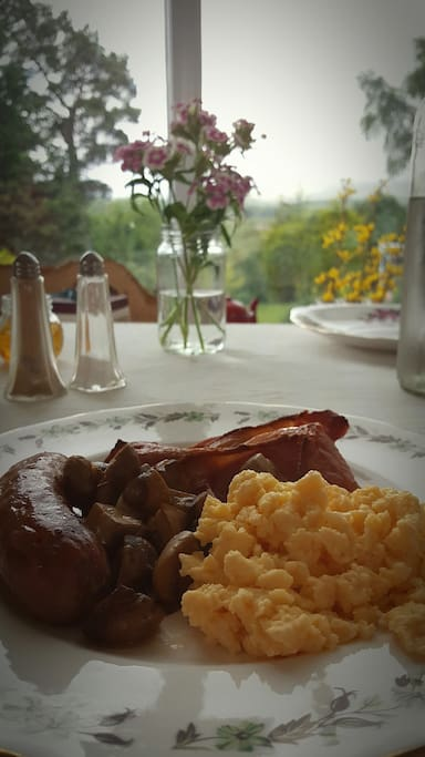 Breakfast options include Full cooked Aga breakfast, fruit, cereal, yoghurts, tea/coffee and toast