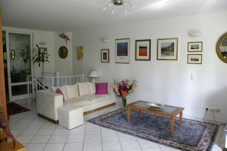 Helle geräumige Wohnung mit Garten - Ottobrunn