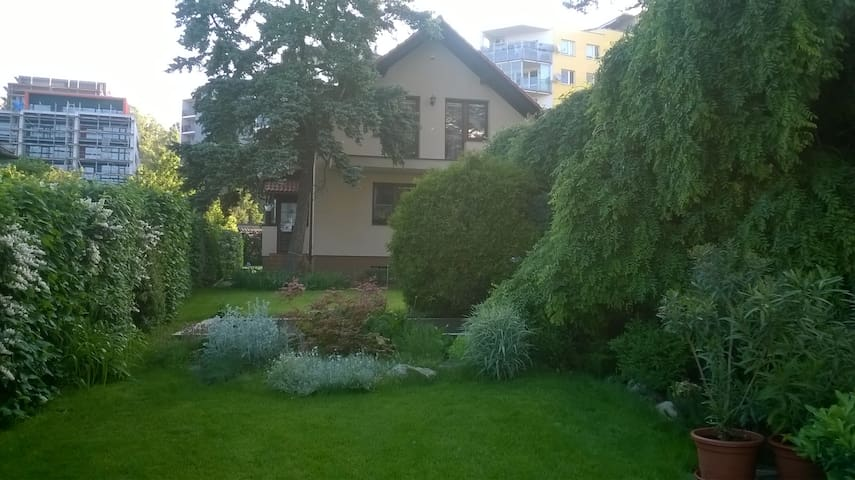 A special offer in family house near to the center - Bratislava - House