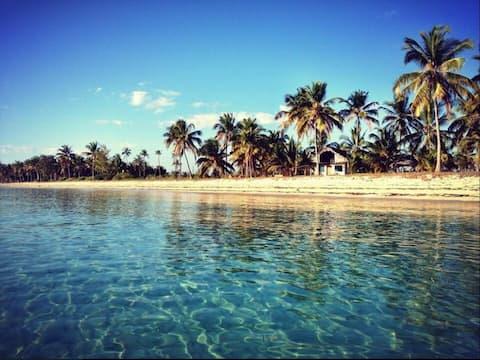 Luxury Beach Front Eco Zimmer @ Kilwa Beach Lodge