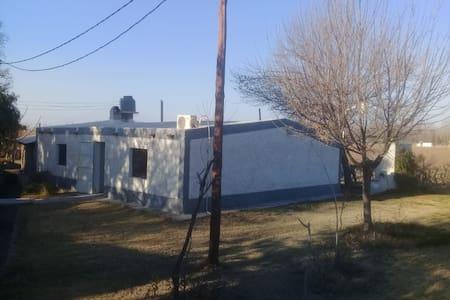 ALQUILO CASA DE CAMPO ENTRE VIÑEDOS