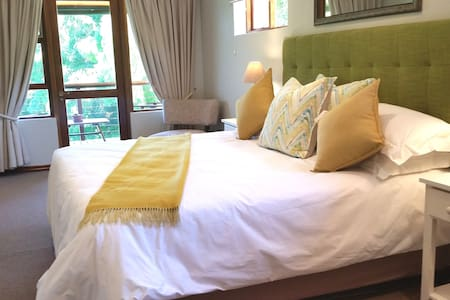 (e)Room 5:  Bedroom size : 6m x 2.8m.  King Room with 1 x  king size mattress (1,9 x 1.8 meters) full en-suite bathroom (bath and shower)