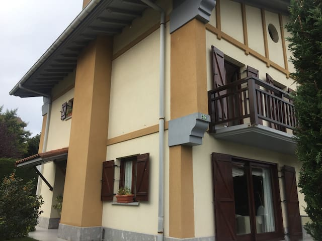 Hondarribia, large house, private garden & parking - Hondarribia