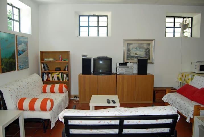 Casale per famiglie numerose a 1,5 km dal mare. - Montemarciano - Holiday home