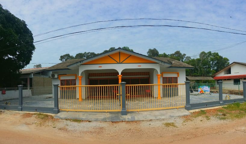 Orange Home Stay Villa 1 (Semi-D) - Port Dickson - Dom