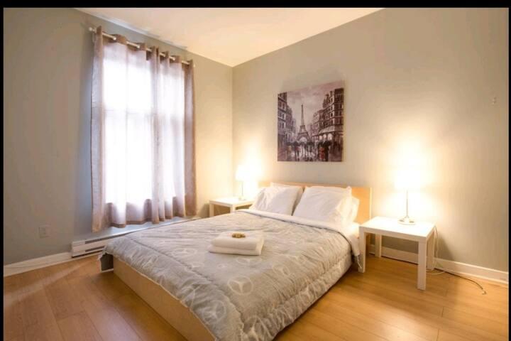 COZY 3 BEDROOM CLOSE TO METRO