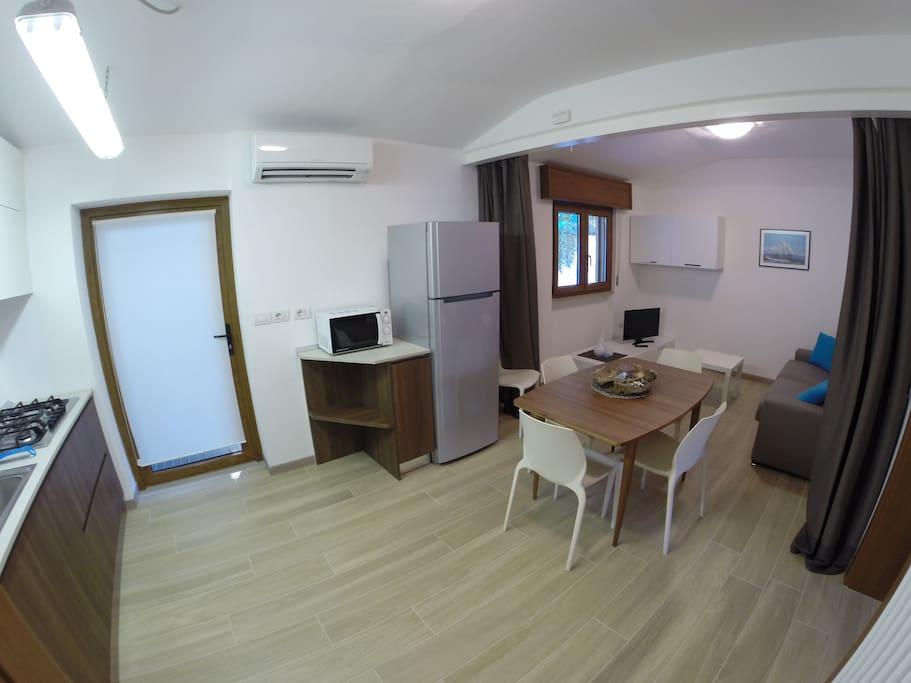 Grande sala divisibile con tenda oscurante in 2 stanze per un'eventuale terza coppia.