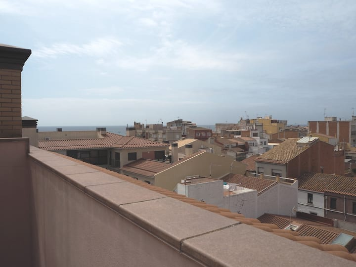 Duplex in the center of Malgrat. Free WiFi. 5 minutes from the beach.