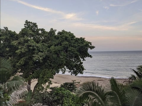 Secluded, romantic oceanfront paradise