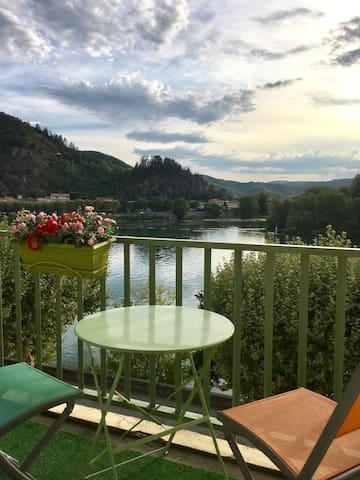 Appartement au bord du Rhône et au pied des vignes